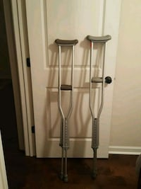 2 sets of crutches $5 each Marrero, 70072