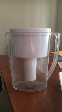 clear and white juice extractor carafe