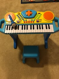 Kids Keybord with Bench and Microphone Woodbridge, 22192