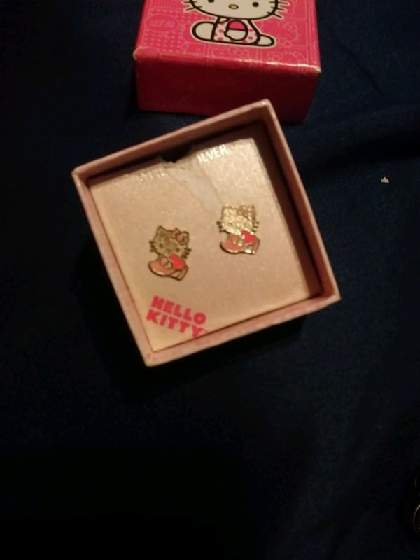 Brand new 925 sterling silver hello kitty earrings for kids girls ac3955e3-a794-4d8d-b937-18ca2f0a4c1d