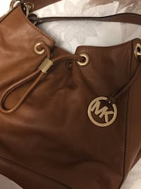 Mk purse in great condition used few times from a smoke and pet free home!! Vaughan, L4L 3E3