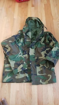 green, black, and brown camouflage jacket Clinton, 20735