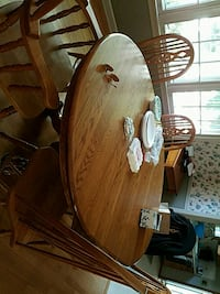 brown wooden dining table set Ewing Township, 08628
