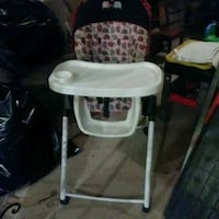 baby's white and gray highchair Tracy, 95377