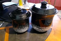 2 black and white cookie pots  Mastic, 11950
