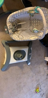 baby's white and gray Graco highchair Lansdowne, 19050