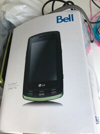 LG mobile / cell phone with box and accessories (BELL)