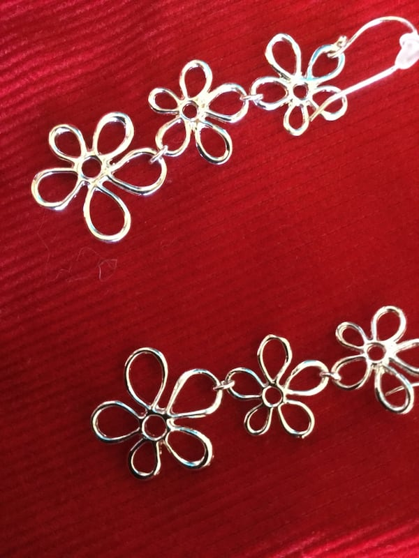 Sterling Silver sassy long floral earrings / Beautiful shine 3 flowers connect  0777bb6a-bb0e-41c5-930e-2b10d44d4807
