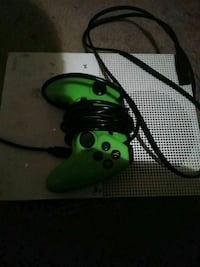 green Xbox One game controller Hillcrest Heights, 20748