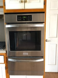 Frigidaire 24 in. Wall Oven (stainless steel)
