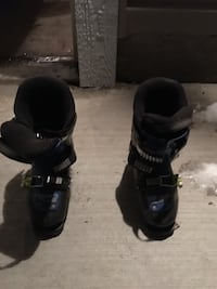 pair of black snowboard boots Beaumont, T4X