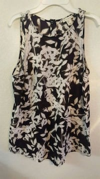 Black and white sleeveless blouse,  small Eugene, 97402