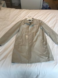 2018 Club Monaco Trench Coat. Brand New ! 535 km