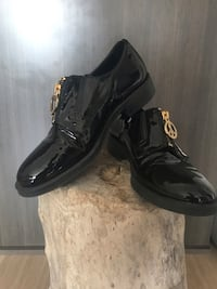 Moschino leather shoes 7.5 hardly worn  تورونتو, M5G 1M5
