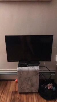 Black flat screen tv— needs a new power cord East Windsor, 08512