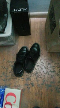 Men's dress shoes 9 and a half