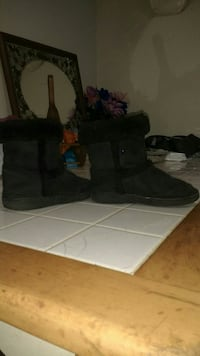 pair of black parka boots
