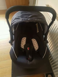 baby's black and gray car seat carrier South Yorkshire, S8