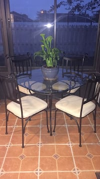 Glass Dining Table and 4 chairs Kissimmee, 34746