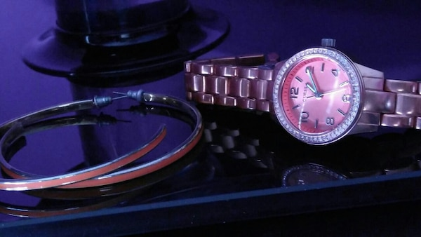 Guess watch& earing set