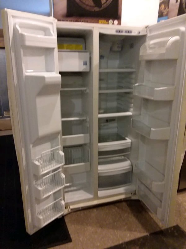 ge refrigerator excellent condition 4months warranty ( (Phone number hidden by letgo)  294089c5-e40d-4604-892f-69b1f70aae6d