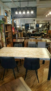 "Table en teck 79""x 40"" Montreal, H3N"