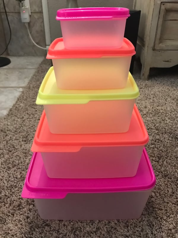 Set of 5 Tupperware containers with lids c2aa4aa4-dade-4886-bd69-b31416cdf55c