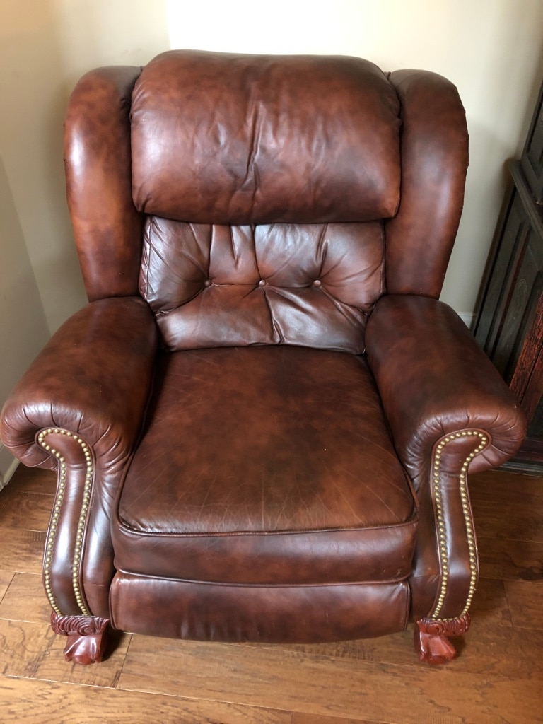 Photo Brown leather recliner in great condition. All in working order!!