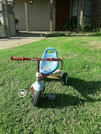 red and blue Radio Flyer trike