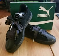 New size 8.5 Puma suede sneakers  Toronto, M2N 7C3