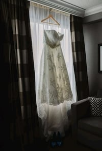 Wedding dress Mississauga, L4Z 0A9