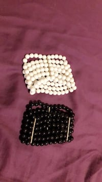 White and black beaded necklace Greenwood, 46143
