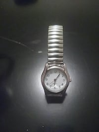 round silver analog watch with silver link bracelet Moose Jaw, S6H
