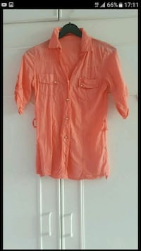Orange button-up coude manches coulisseau capture