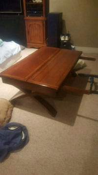 Extendable brown coffee table Mississauga, L5T 1Z3