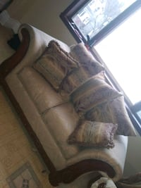 To set couch Newark, 07107