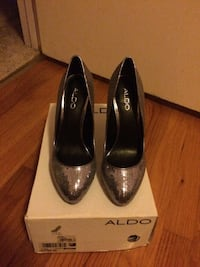 Silver sequin Aldo heeled pumps with box 51 km