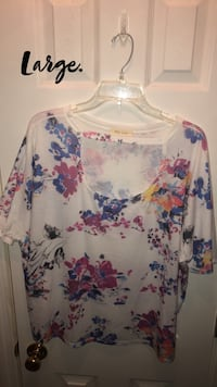white and blue floral scoop-neck shirt Columbus, 31909