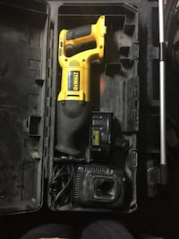 Dewalt 18volt sawzall comes with battery charger & case
