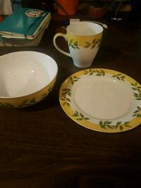 Dishes and mugs (total 9 pieces) Calgary, T2N 2P6