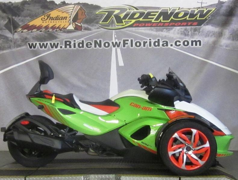 Photo 2015 Can-Am® Spyder® RS-S Special Series 5-Speed Semi-Automatic (SE5)