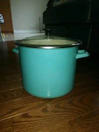 Starfrit enameled stock pot used only once Brampton, L6X 0T4