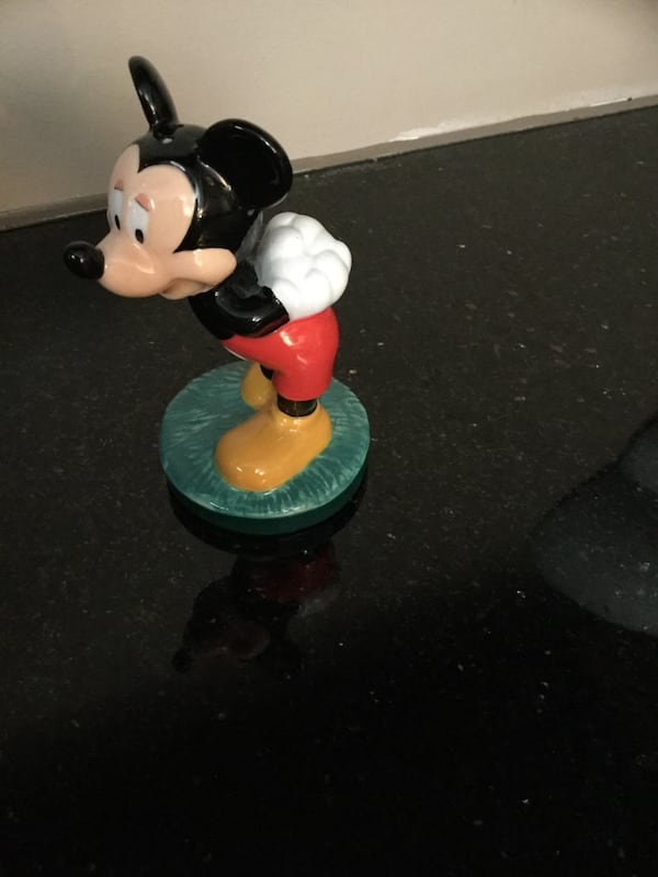 MICKEY MOUSE and MINNIE MOUSE SALT AND PEPPER SHAKERS 21776ed7-0981-4e29-b8a8-e45d6a563bd1