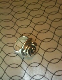 Silver flower ring 50$ perfect condition Conception Bay South, A1W 4J5