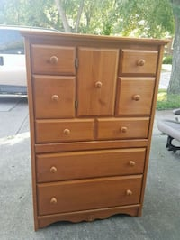 dresser solid wood v good condition  Dearborn Heights