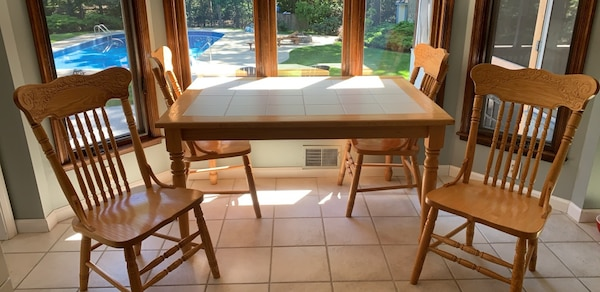 Oak Kitchen Table and 4 chairs.