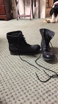 Black lace up boots, size 9, never worn Schenectady, 12305