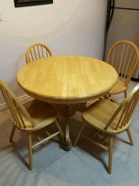 Round Brown Wooden Table with 4 Chairs dining s Mississauga, L5M 7Y2