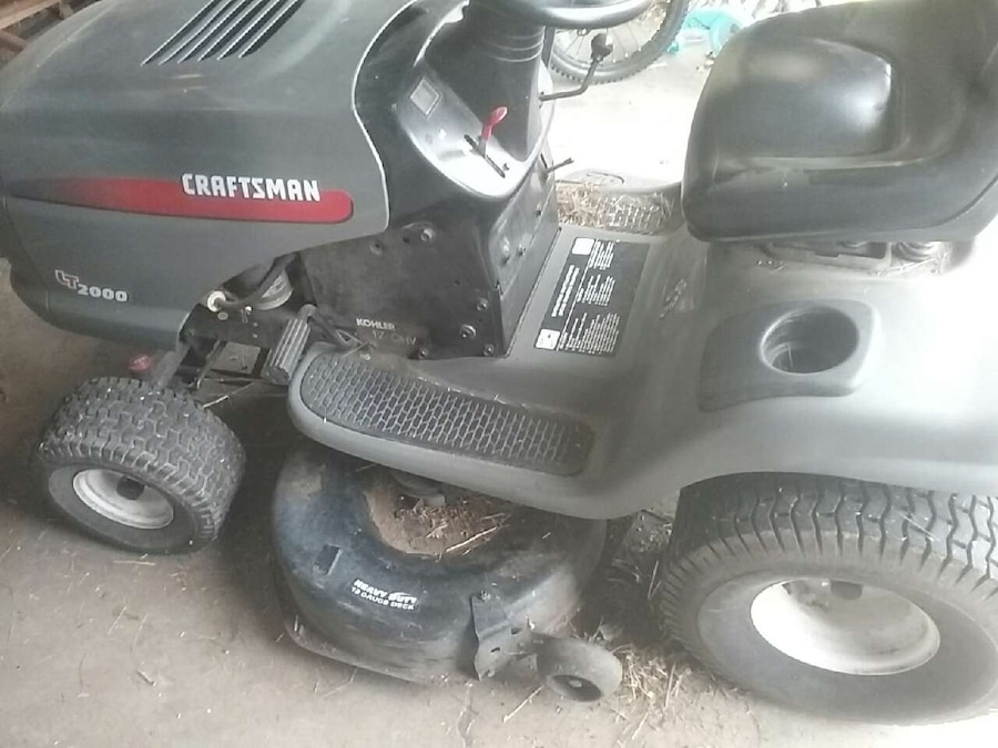 Gray And Black Craftsman Ride On Lawn Mower In Yakima Letgo