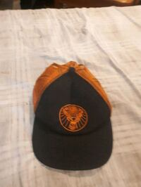 black and orange fitted cap 506 km